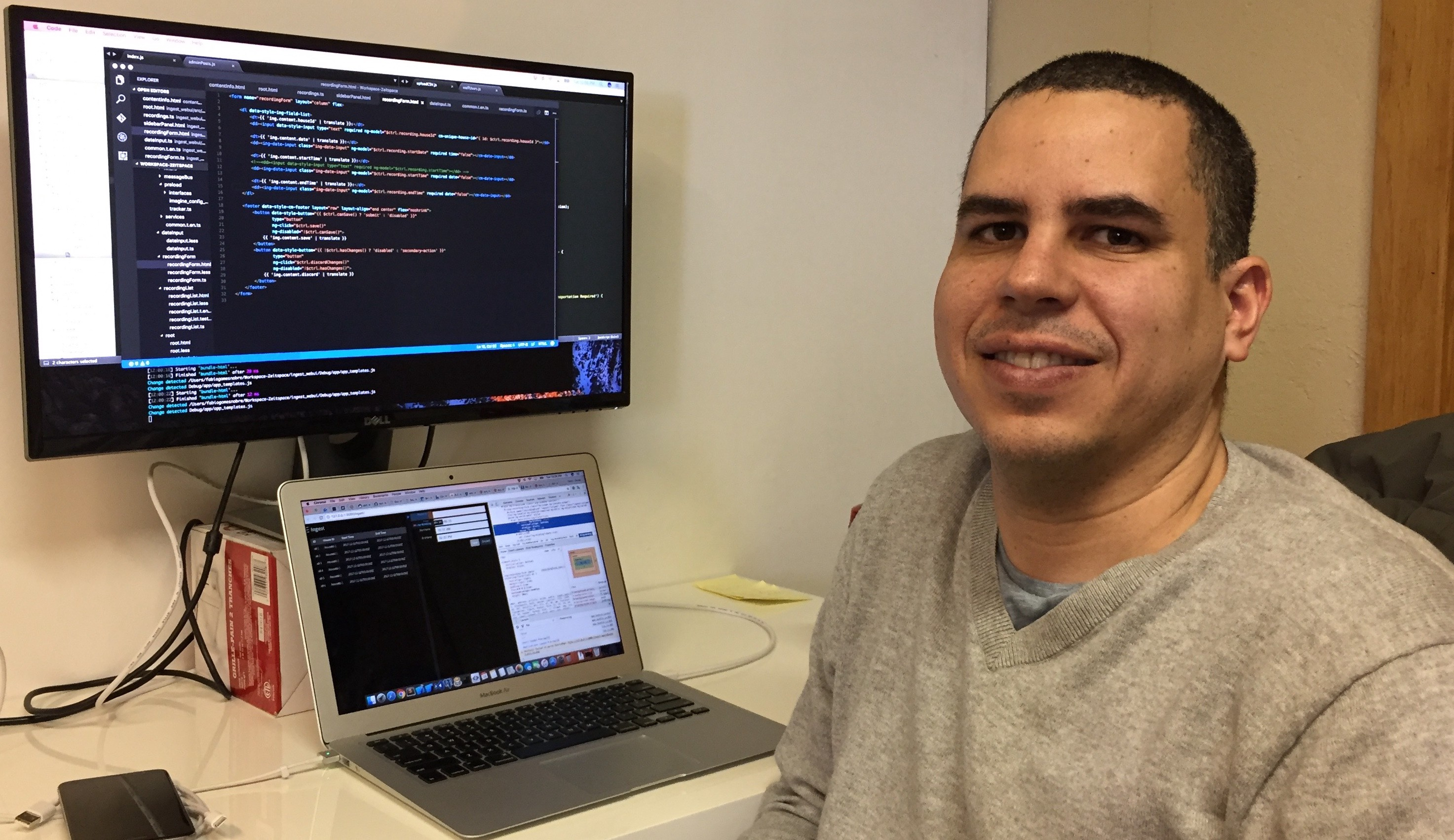 Fabio Nobre in-front of his computer with a code editor open